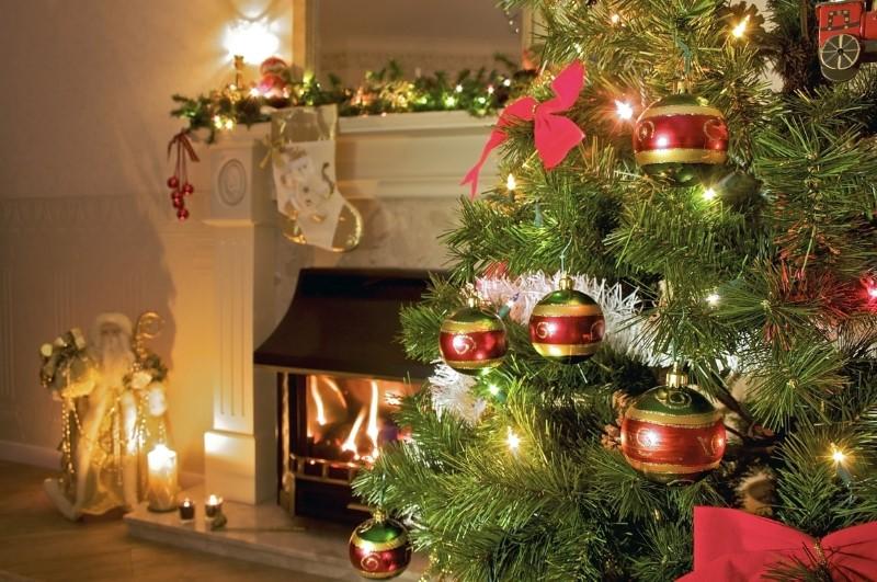 Okraski za božično drevo z ujemajočimi se lučkami