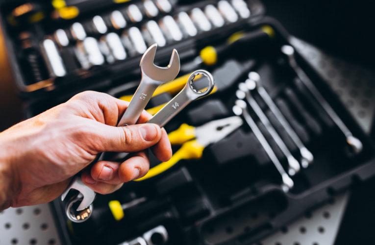 Set orodja z električnimi izdelki